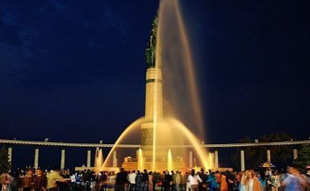 防洪纪念塔广场音乐喷泉演出时间图片